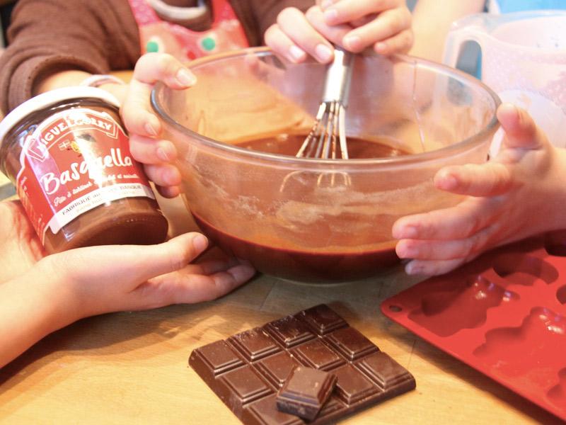 Mini-moelleux chocolat à 6 mains